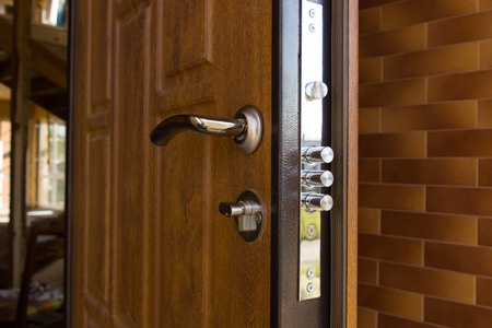 Входные двери от «Сталь-Сервиса» – отличное качество и великолепный дизайн